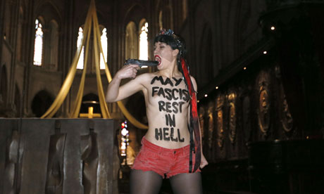 Protester Stages Mock Suicide at Notre Dame Cathedral, Appeals for 'Death of Fascism' Day