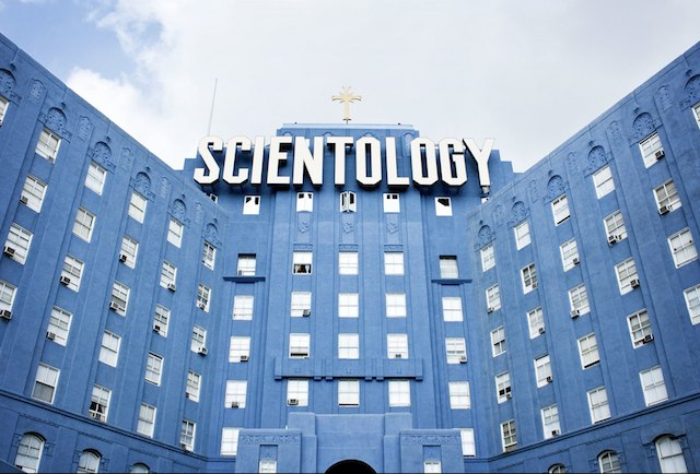 scientology-sign-big-blue