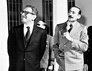 Secretary of State Henry Kissinger and Argentine military dictator Rafael Videla (reproduced with permission of Pagina 12)